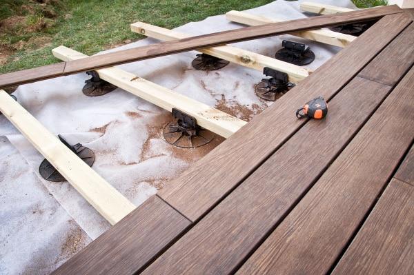 Prix d'une terrasse en bois sur plots