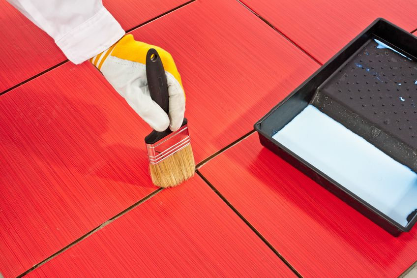 Peindre du carrelage sol les tapes et astuces pour un for Peinture pour sol en bois