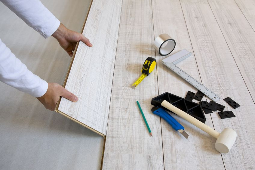Comment poser du parquet flottant les tapes et conseils for Pose de parquet stratifie a clipser