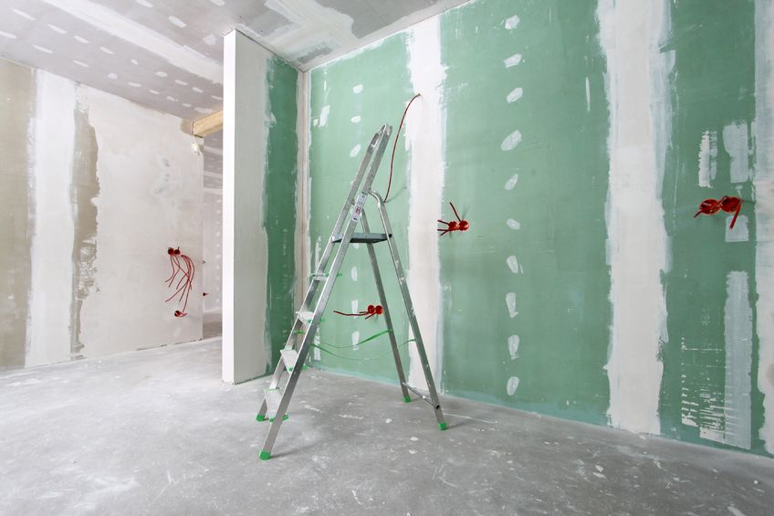 Comment poser du placo toutes les tapes de la pose de placo - Comment faire un faux plafond en placo ...