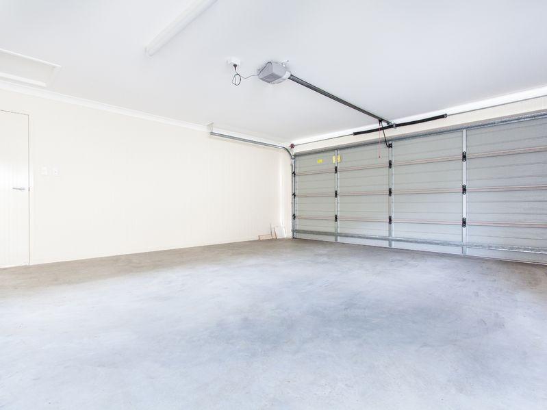 prix d 39 une porte de garage sectionnelle tous les tarifs. Black Bedroom Furniture Sets. Home Design Ideas