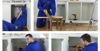 Artisan effectuant la rénovation d'une cuisine