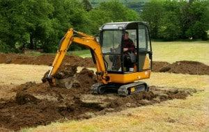 Pelliste réalisant terrassement