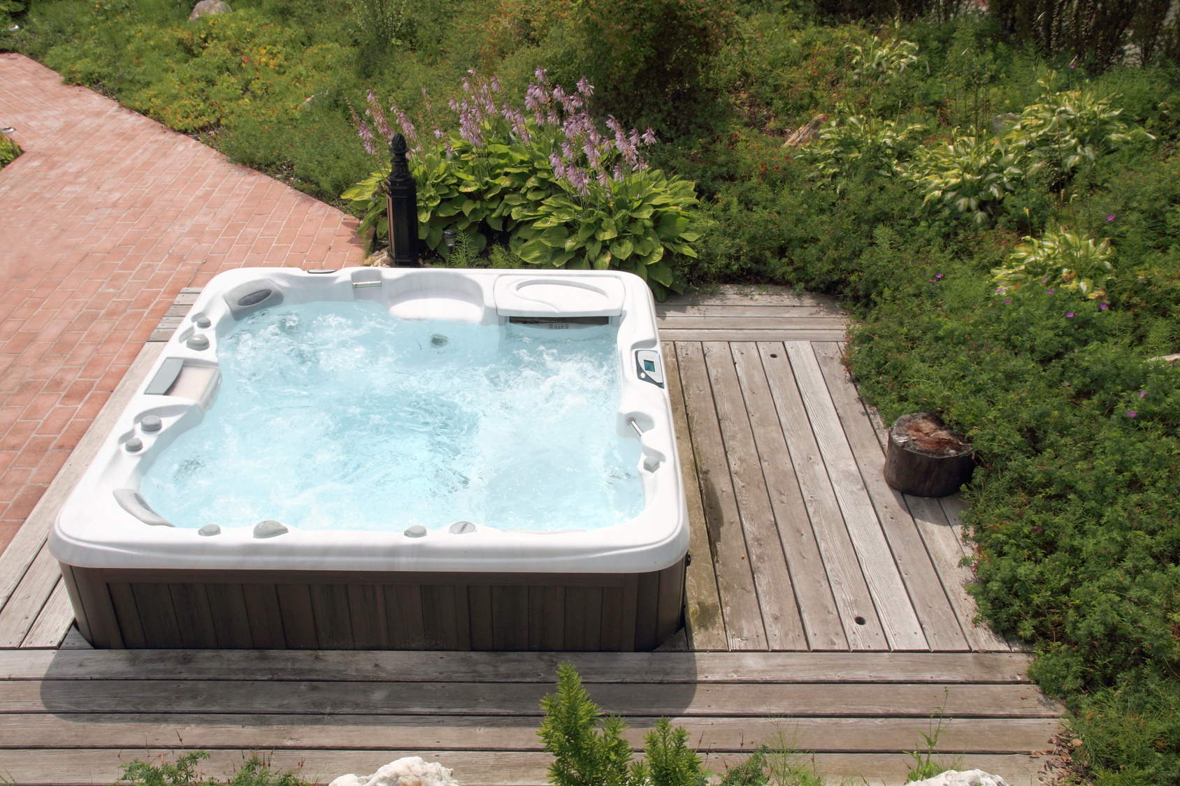 Le tarif d 39 un spa balneo ext rieur co t et devis for Jacuzzi enterre exterieur
