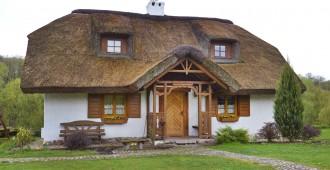le guide pour vos travaux de toiture et vos tuiles With la maison de l artisan 6 lentretien dun toit en chaume toutes les infos et conseils