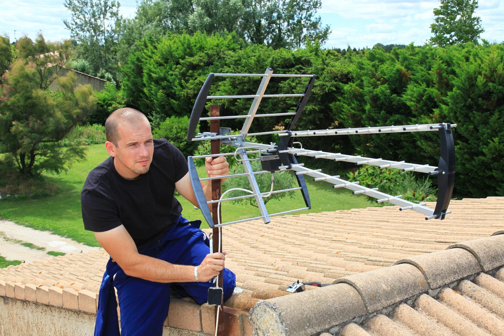 Prix de pose d 39 une antenne par un installateur for Orientation antenne tnt exterieur