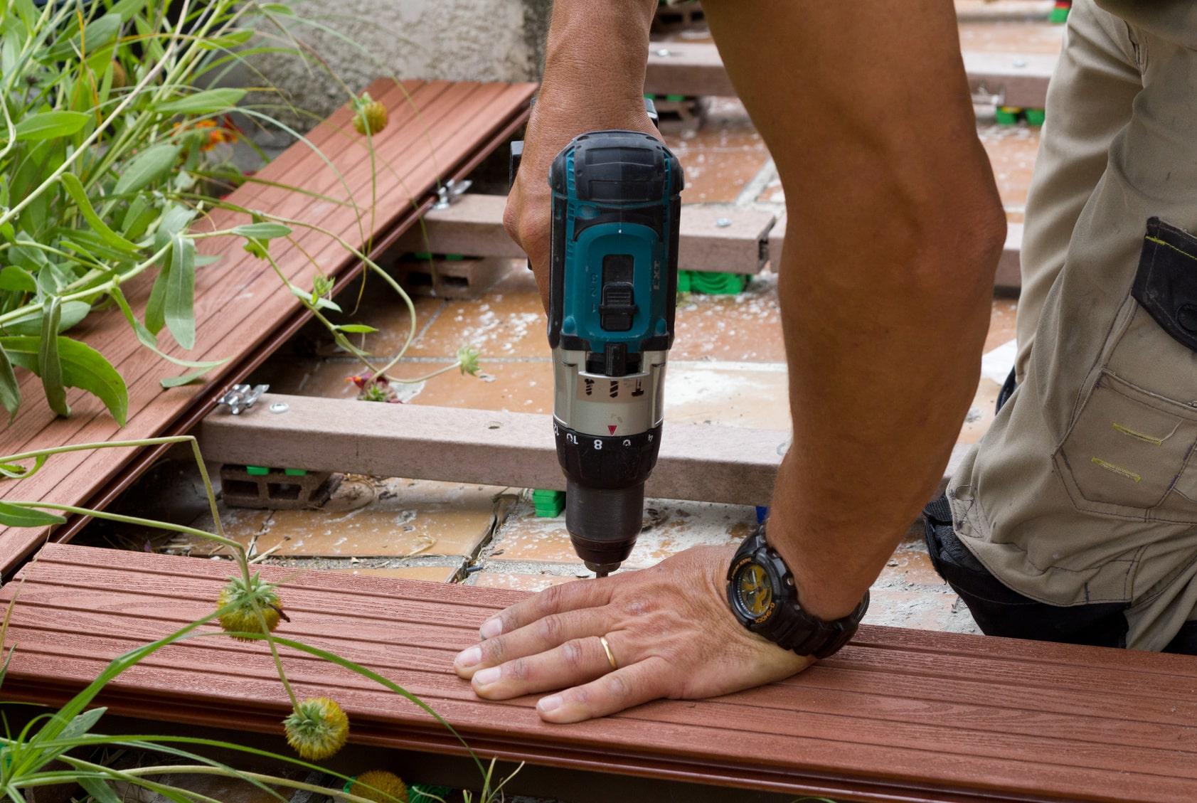 visser une terrasse en bois