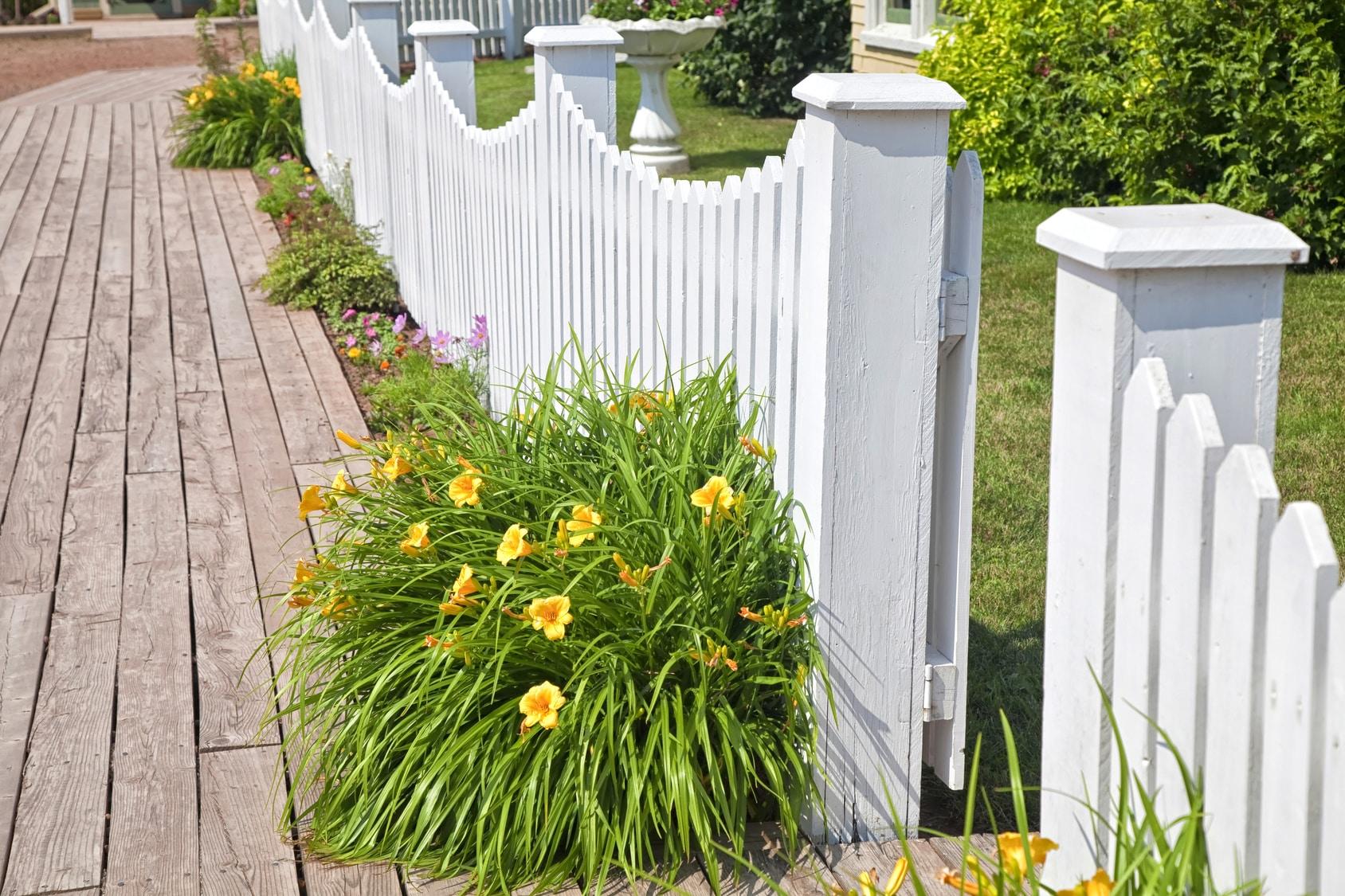 Les types de barri res pour un jardin le comparatif for Electricite exterieur jardin