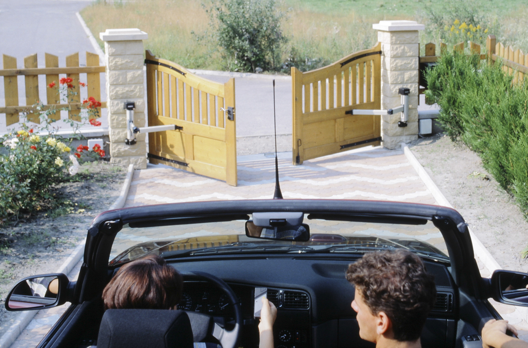 ouverture portail solaire awesome solaire portail moteur electrique de portail with ouverture. Black Bedroom Furniture Sets. Home Design Ideas