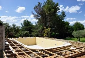 Piscine creusée terrasse construction