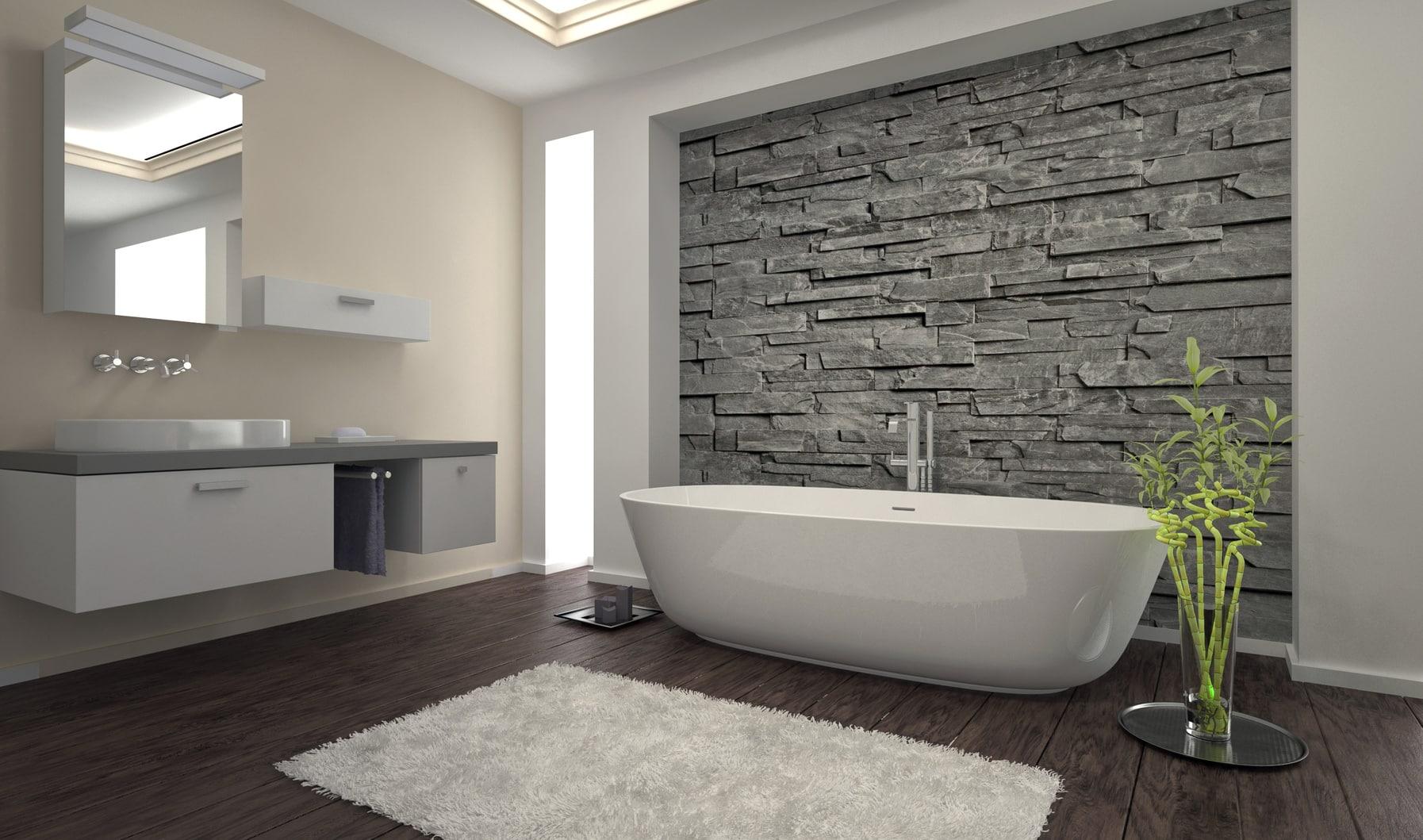 Baignoire dans salle de bain