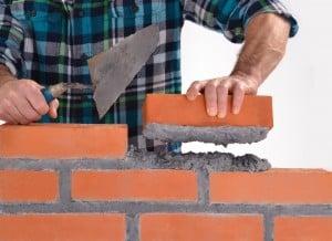 Construction d'un mur en brique