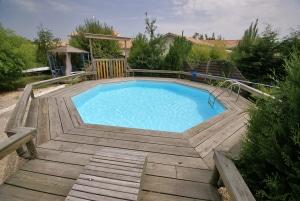 Prix d'une piscine semi-enterrée
