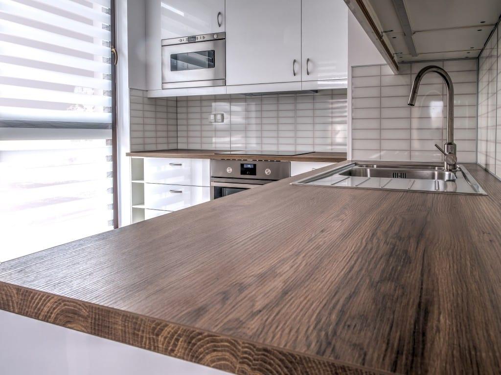 poser un plan de travail. Black Bedroom Furniture Sets. Home Design Ideas
