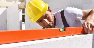 ouvrier sur un chantier