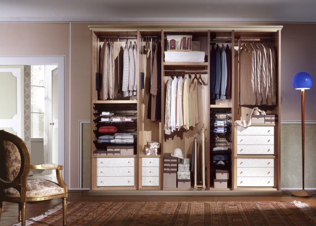 prix d un placard sur mesure. Black Bedroom Furniture Sets. Home Design Ideas