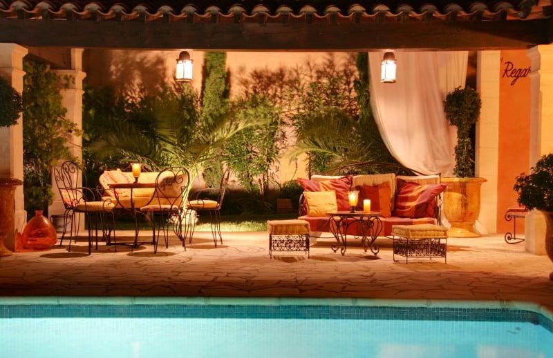 salon-marocain-moderne-ocre