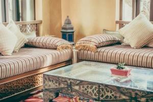 salon-marocain-moderne-sable