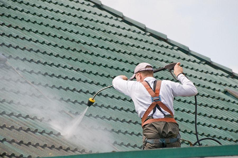 Contacter un artisan pour le nettoyage de toiture