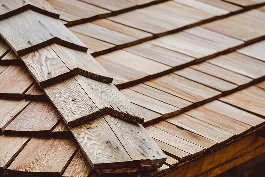 Coût de l'installation de toit en bardeaux bois