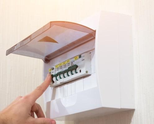 Installer un tableau électrique secondaire