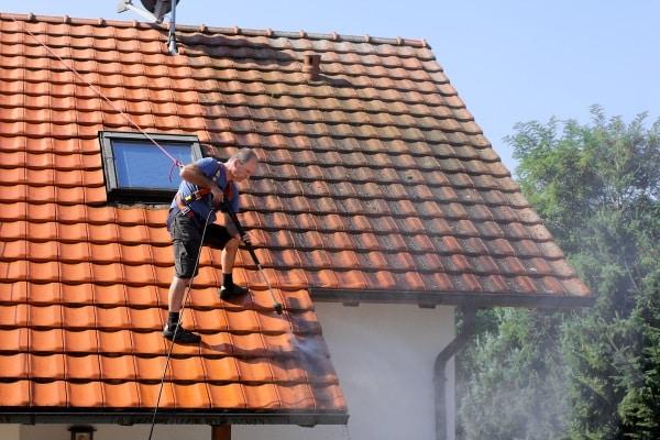 Produit de nettoyage de toiture