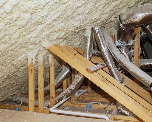 Conseils pour isoler un conduit de cheminée dans les combles