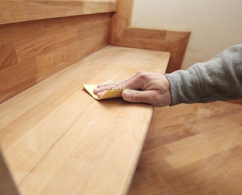 Techniques de rénovation d'un escalier en bois