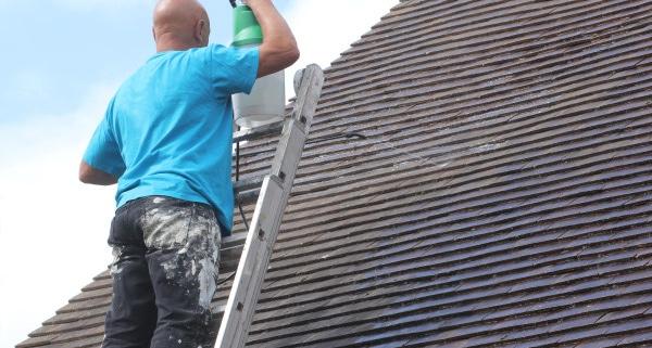 Comment choisir l'hydrofuge toiture ?