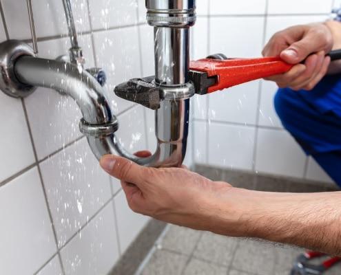 Les étapes de réparation d'un robinet qui fuit