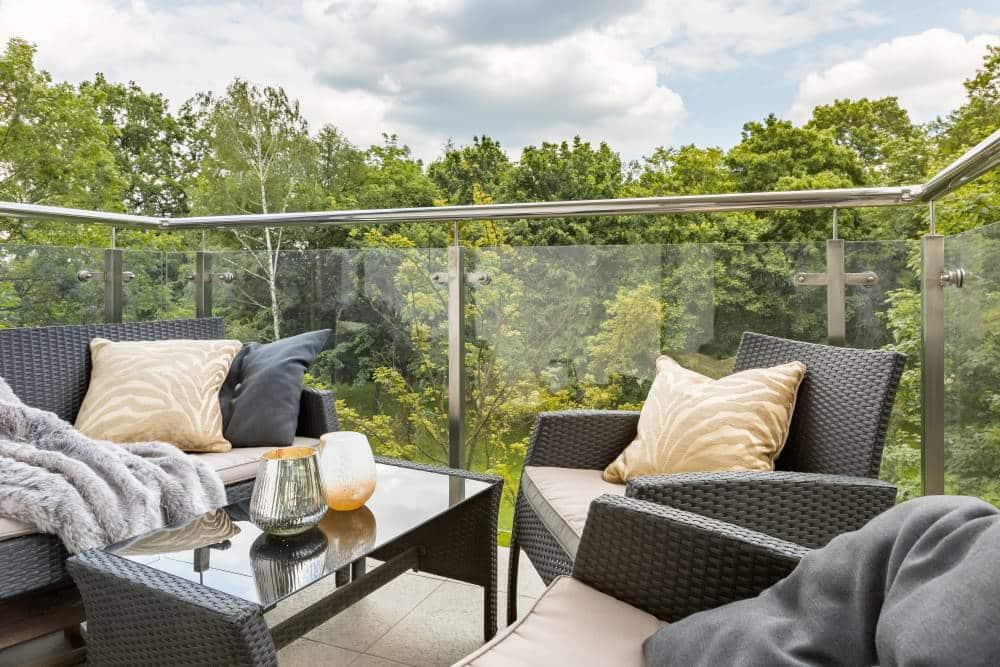 Idée décoration d'un grand balcon