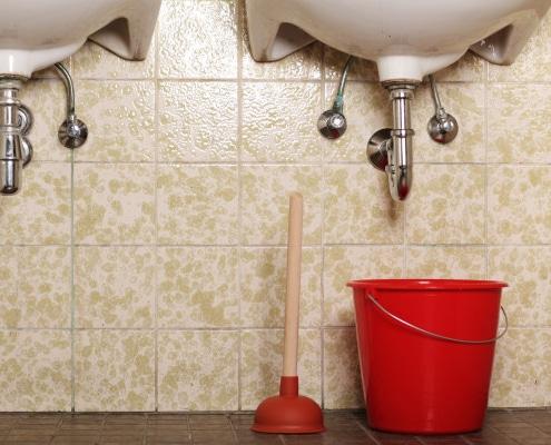 Astuces pour déboucher un lavabo de salle de bain