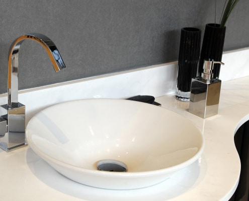 Vasque : comment la fixer sur un meuble de salle de bain ?