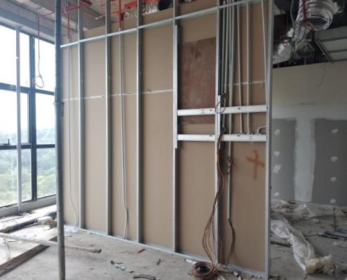 Conseils pour renforcer un mur en placo existant